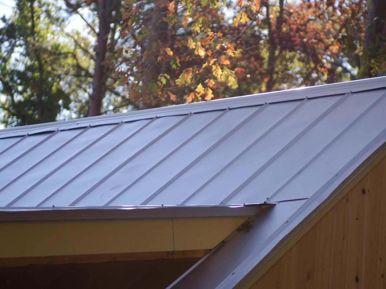 پوشش شیبدار فلزی در ۲ نوع پنل و ورق و شینگل -بررسی معایب و مضایای
